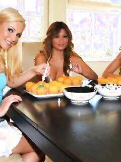 Домохозяйки, пироженки, секс