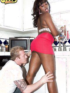 Candace Von отсосала другу в позе 69 и занялась с ним сексом на кухне | порно фото бесплатно на sexy-kiska.info