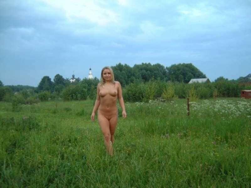 Лера любит ходить голая