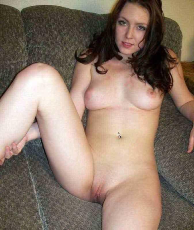 Молодая квартирантка предлагает хозяину свою упругую задницу
