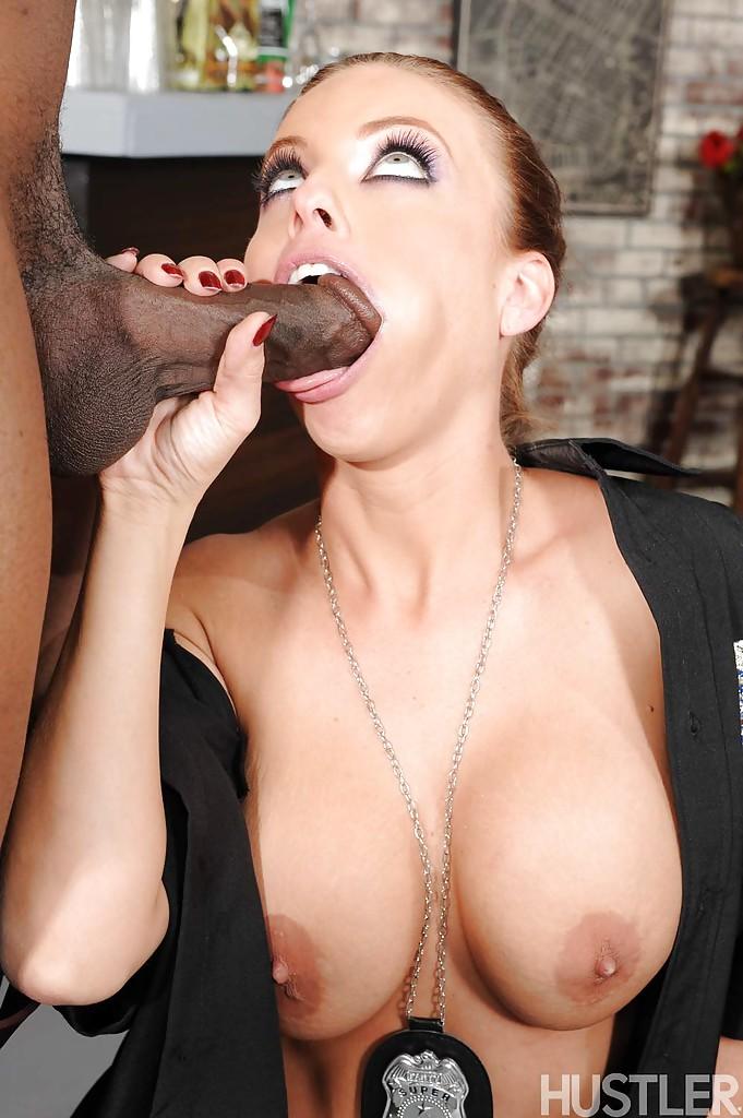 Полицейская Britney Amber берет в рот фаллос мускулистого негра | порно фото бесплатно на sexy-kiska.info
