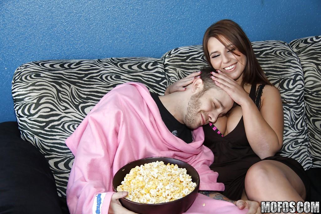 Темнокожий чувак выебал в рот подругу приятеля | порно фото бесплатно на sexy-kiska.info