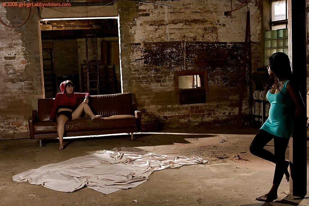 Чернокожая сучка с упругими сиськами вылизала пилотку грудастой подруги | порно фото бесплатно на sexy-kiska.info