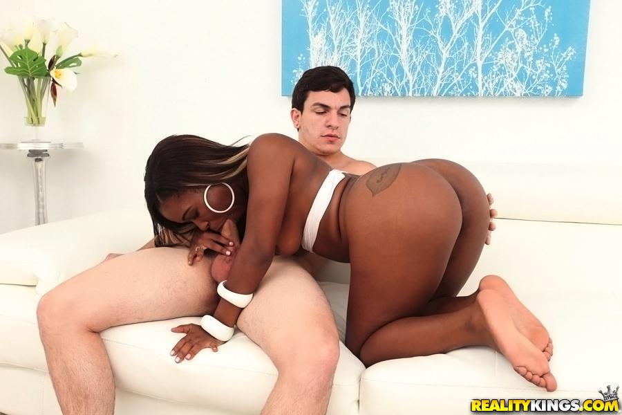 Чернокожая девка подставила попку партнеру и сделала ему минет | порно фото бесплатно на sexy-kiska.info