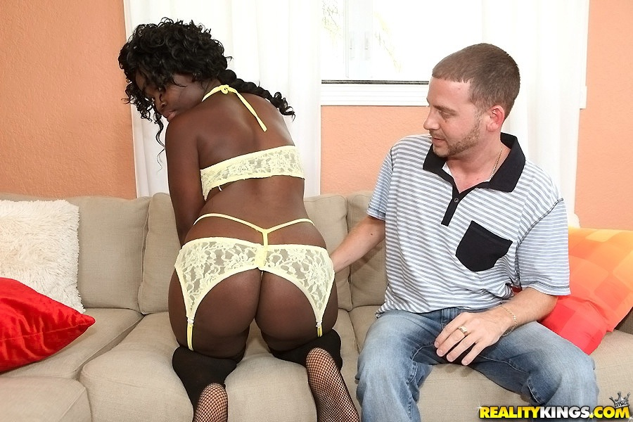 Мужик выебал в рот чернокожую подругу и залил ее спермой | порно фото бесплатно на sexy-kiska.info