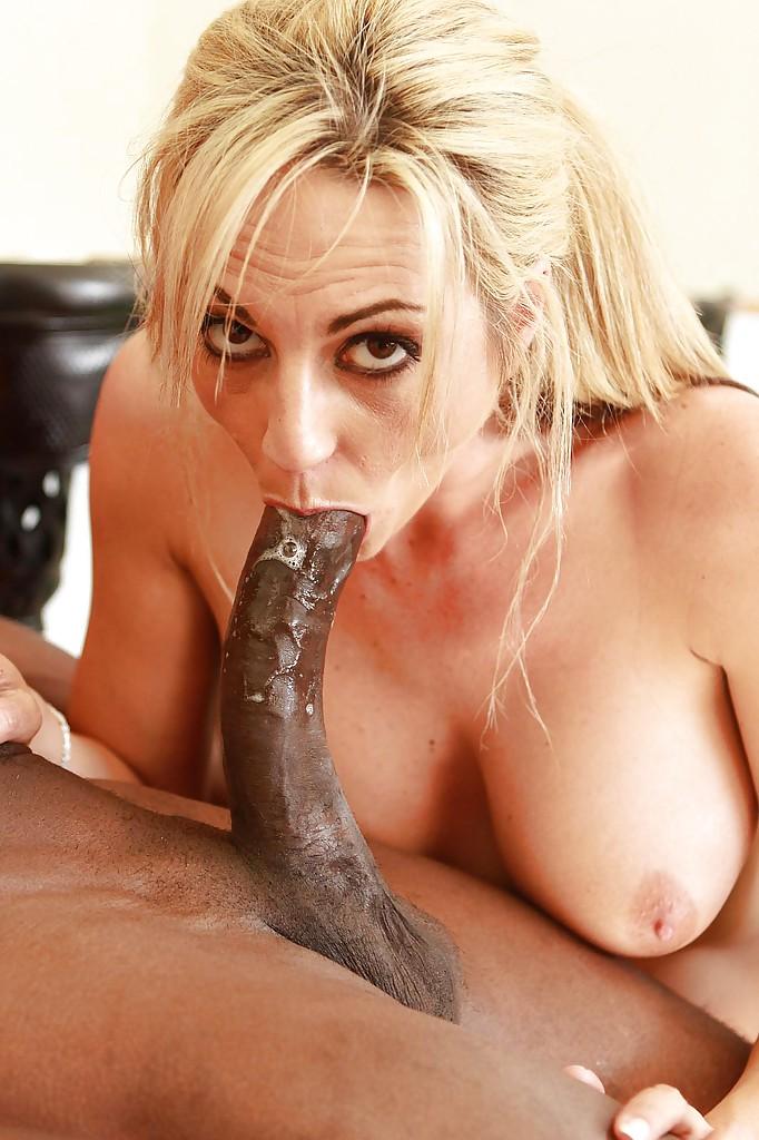 Черный парень большим стволом жарит блондинку на диване в пилотку | порно фото бесплатно на sexy-kiska.info