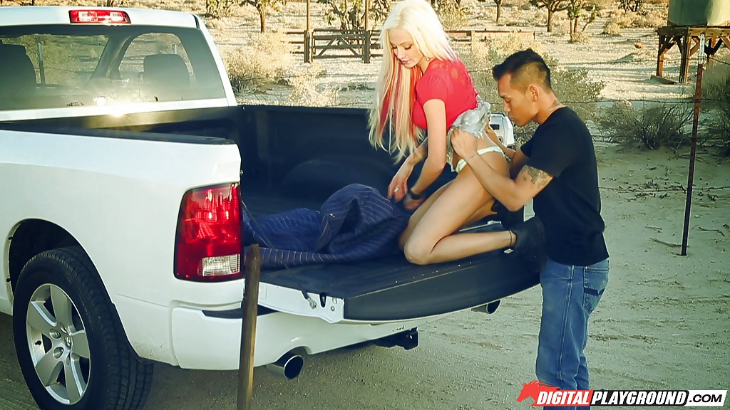 Азиат на багажнике пикапа трахает белокурую давалку | порно фото бесплатно на sexy-kiska.info