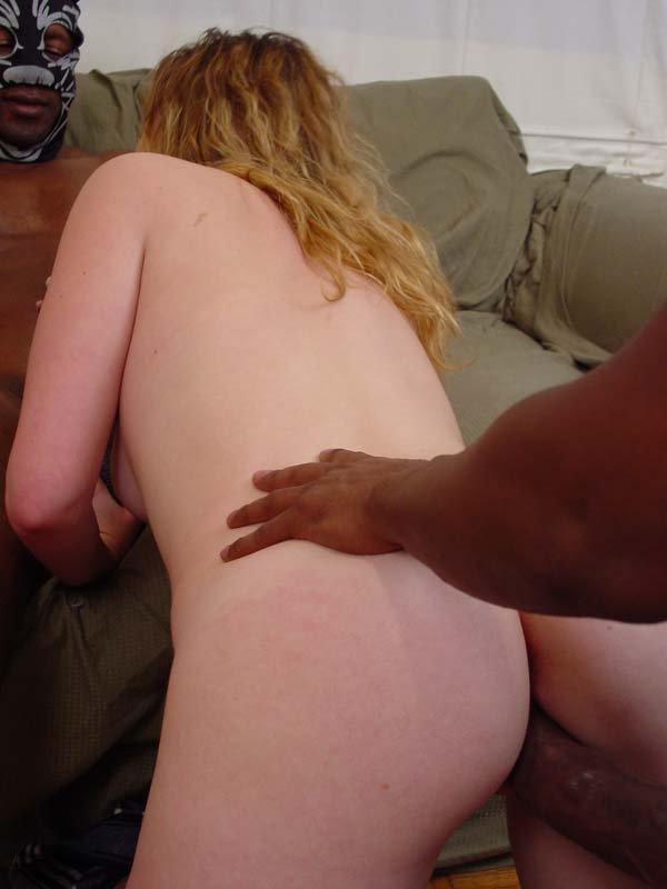 Белокурая блядь отсасывает двум нигерам и трахается с ними на диване | порно фото бесплатно на sexy-kiska.info