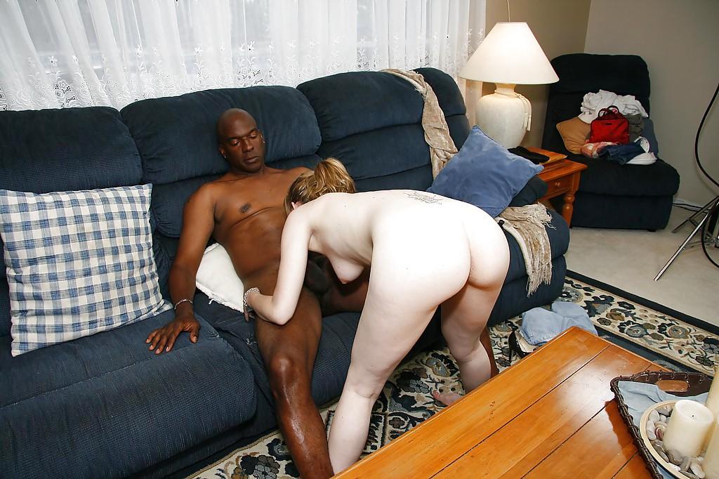 Нигер жестко отодрал телку с белоснежной кожей на диване | порно фото бесплатно на sexy-kiska.info