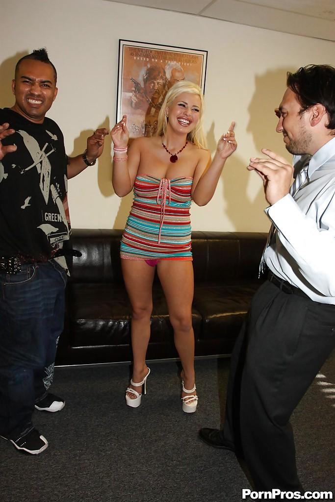 Andi Anderson скачет на огромном члене нигера и обливается спермой | порно фото бесплатно на sexy-kiska.info