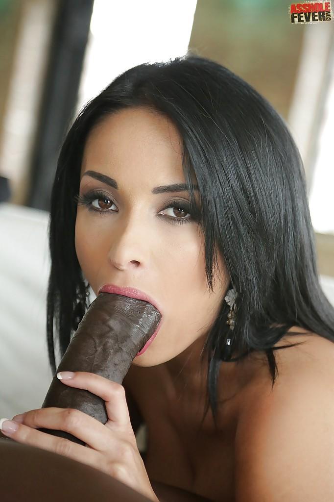 Anissa Kate сделала минет темнокожему партнеру на диване | порно фото бесплатно на sexy-kiska.info